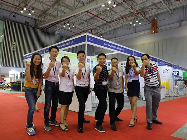 37国际越南展合影